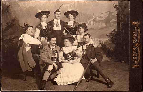 Kabinettfoto, um 1900. Fotograf: Ernst Rost, Dresden.