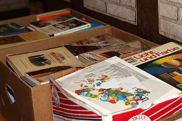 Noch mehr Kisten und noch mehr Bücher