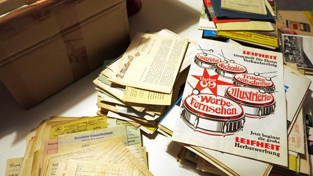 Ein Teil der Prospekte, Kataloge und Rechnungen - Foto: © Martina Berg