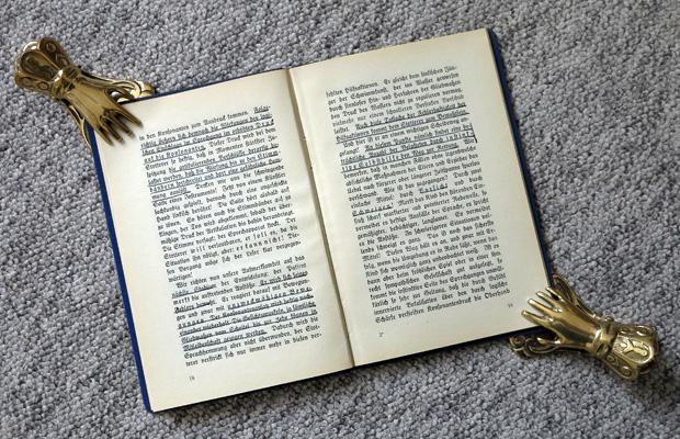 Antiquarisches Buch mit Unterstreichungen - Foto: © Martina Berg